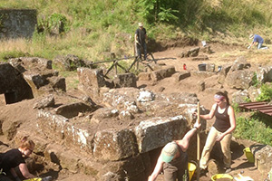 Saint Anselm students and alumni continue archaeological dig in Italy